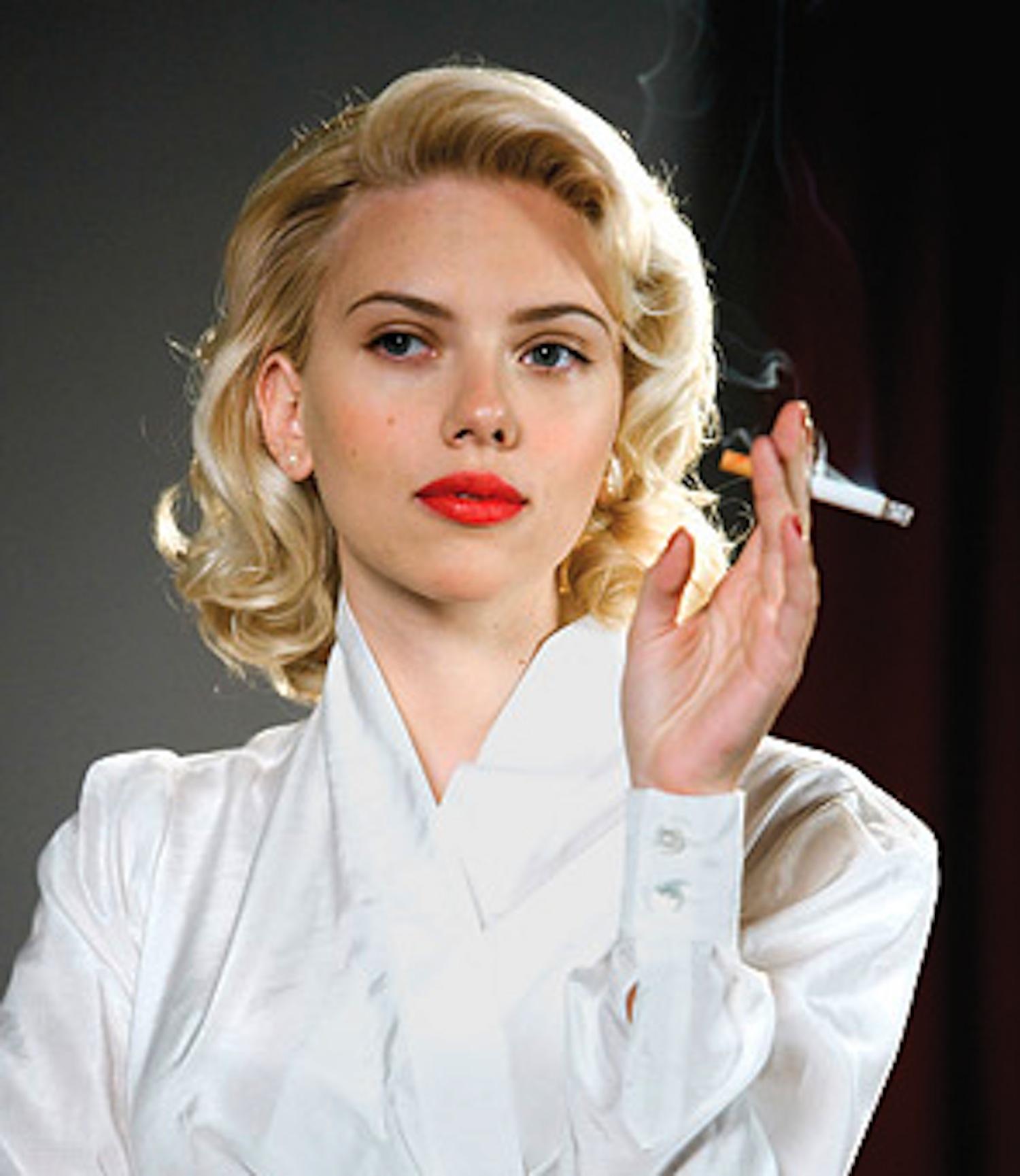 Celebrity Scarlett Johansson Smoking